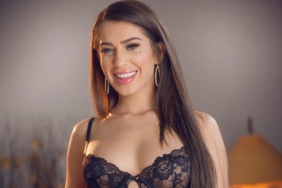 Joseline Kelly Reinvents Herself & Signs with OC Modeling